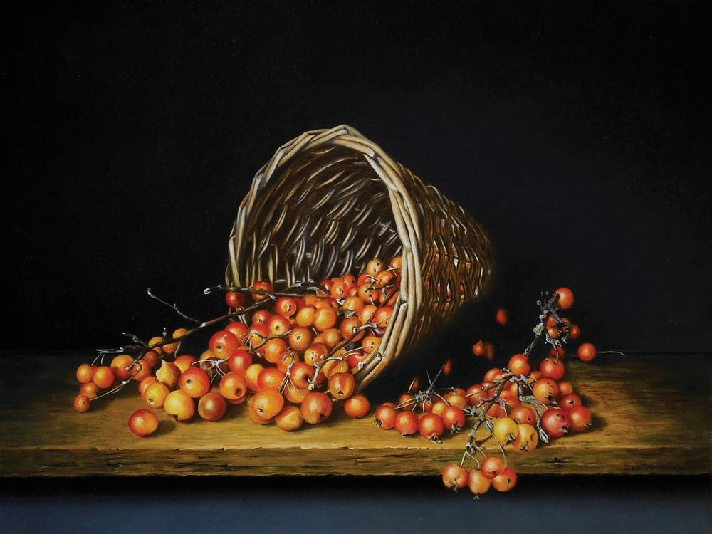 Basket with decorative apples